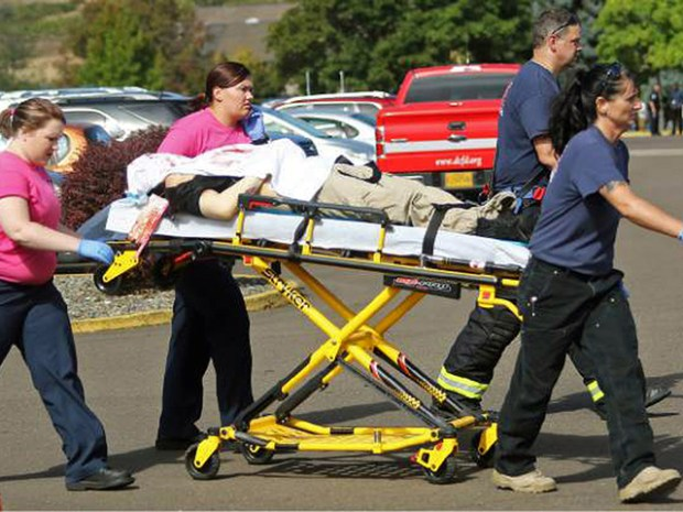 umpqua_shooting_victim_stretcher_ap_1443739884872_24660576_ver1.0_640_480