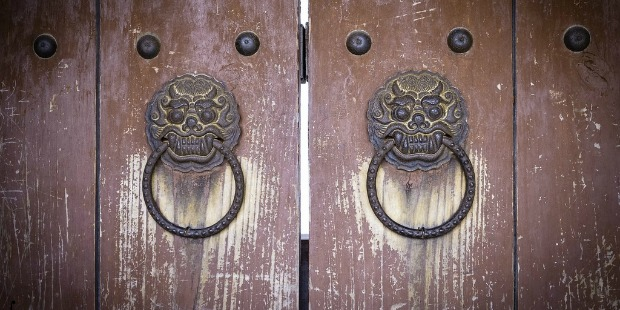 Worst drug dealers: Door knockers