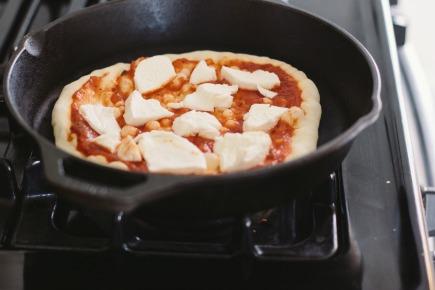 mushroom garlic thyme stovetop pizza   bread in 5