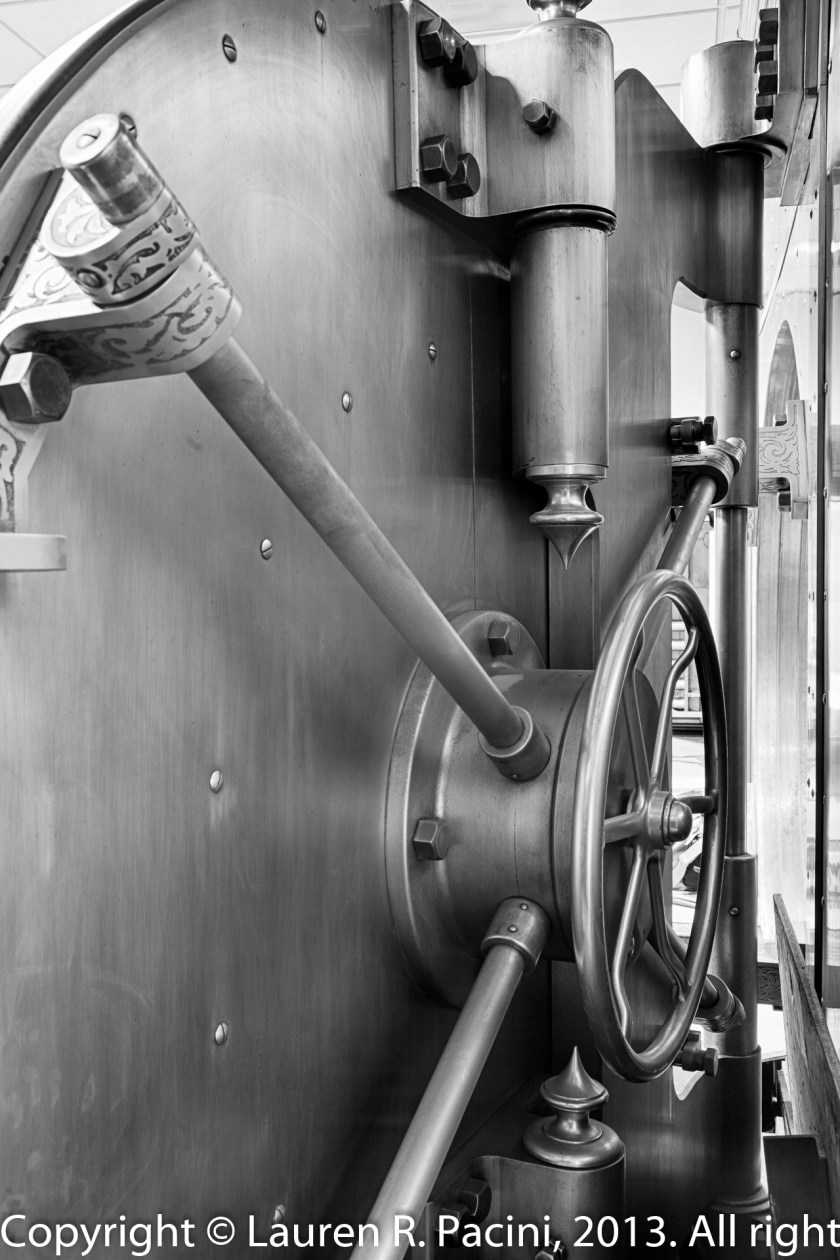 Detailed View of Closing Mechanism