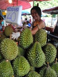 Durian in vendita al mercato - foto tiziano matteucci