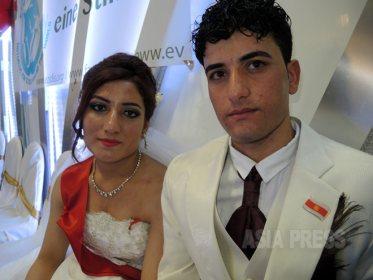 IS拉致から脱出したイラク・ヤズディ教徒の女性たちが結婚 ~ドイツで6組