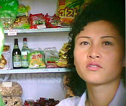 <北朝鮮写真報告>外国人が絶対に会えない平壌裏通りの女性たち(写真4枚)