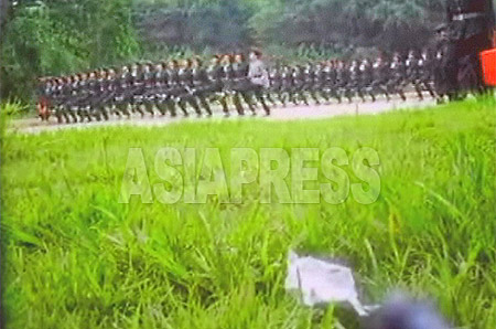 Female students form lines and march in goose-steps. A leaping gait is strictly required, and backs must be kept ramrod straight. (Lee Jun / Pyongyang / August 2006) ASIAPRESS