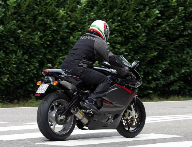 Spy Shot: MV Agusta F3 3 Cylinder Caught Testing 2011 MV Agusta F3 spy shot 1 635x485
