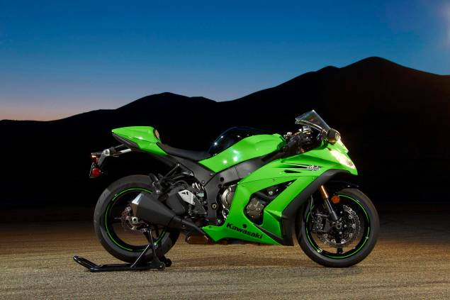2011 Kawasaki ZX 10R Becomes Officially Official 2011 Kawasaki Ninja ZX 10R 15 623x415