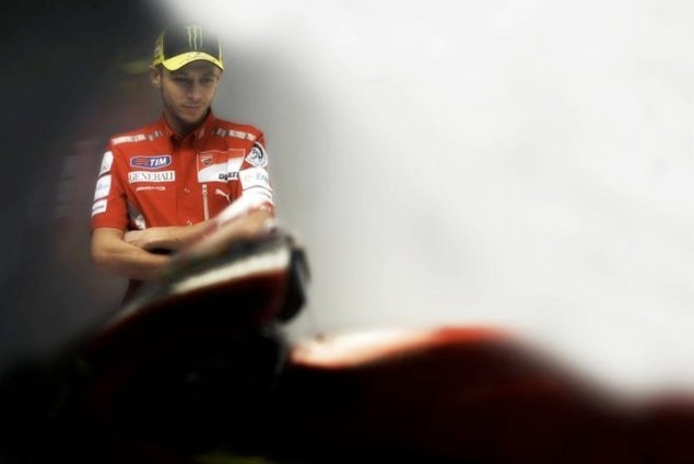 Behind the Scenes with Rossi and the GP11 Valentino Rossi Ducati Corse phoot shoot 1 635x424