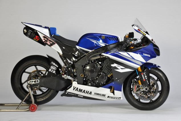 Yamaha Releases 2011 World Superbike Livery   Forgets to Add Sponsors Logos Yamaha World Superbike team livery Marco Melandri 2011 635x423
