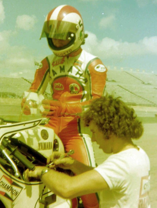 Photos: The Daytona 200 Thirty Five Years Ago   When Bikes Were Bikes & Men Were Men Johnny Cecotto Venemoto Yamaha winner with Victor French 635x841
