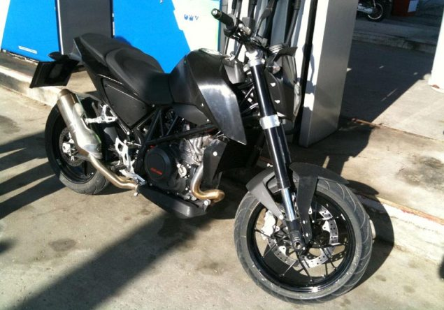 Spy Photo: 2012 KTM 690 Duke 2012 ktm duke 690 spy photo 635x444