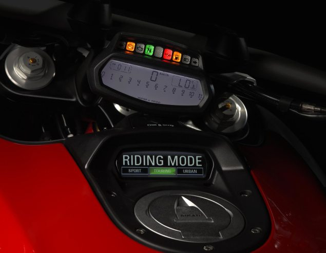 How to Steal a Ducati Diavel in 60 Seconds? Ducati Diavel dash 635x492