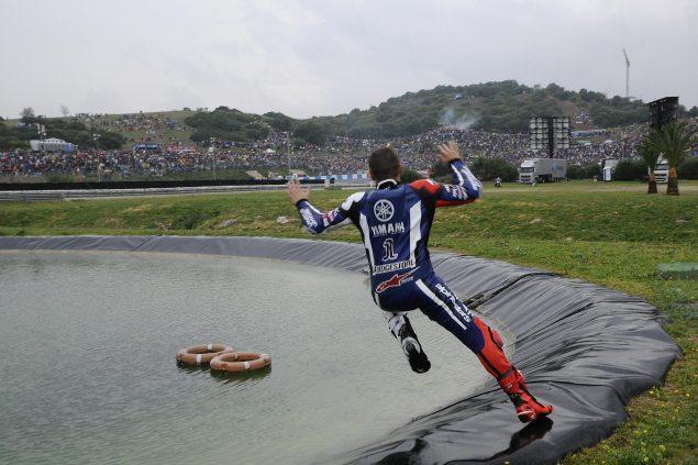 Jump. Jorge Lorenzo pool jump Jerez Spanish GP 2011 635x423