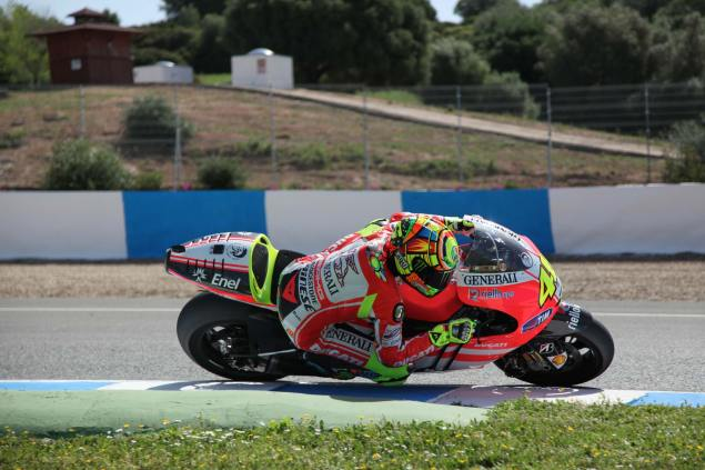 First Shots: Rossi Rides the Ducati Desmosedici GP12 valentino ross ducati desmosedici gp12 4 635x423
