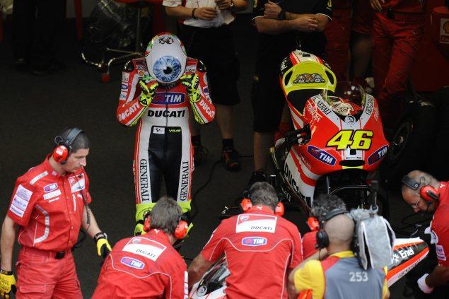 Photos: Valentino Rossis Mugello Helmet Valentino Rossi AGV Mugello helmet 3 635x423