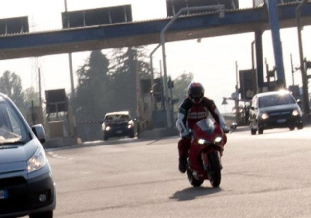 Spy Photos: Ducati 1199 Panigale Load Testing 2012 Ducati 1199 Panigale load test 1 635x445