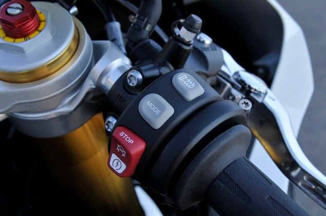 2012 BMW S1000RR   Tweaks Come to the Liter Bike King 2012 BMW S1000RR 140 635x421