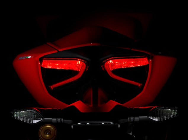 2012 Ducati 1199 Panigale Redefines the Word Superbike 2012 Ducati 1199 Panigale 22 635x475