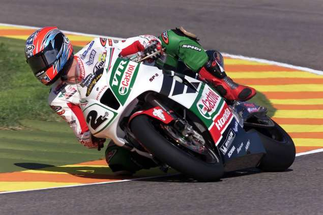 The Chrysanthemum and the Sword Colin Edwards 2002 Honda RC51 WSBK 635x423