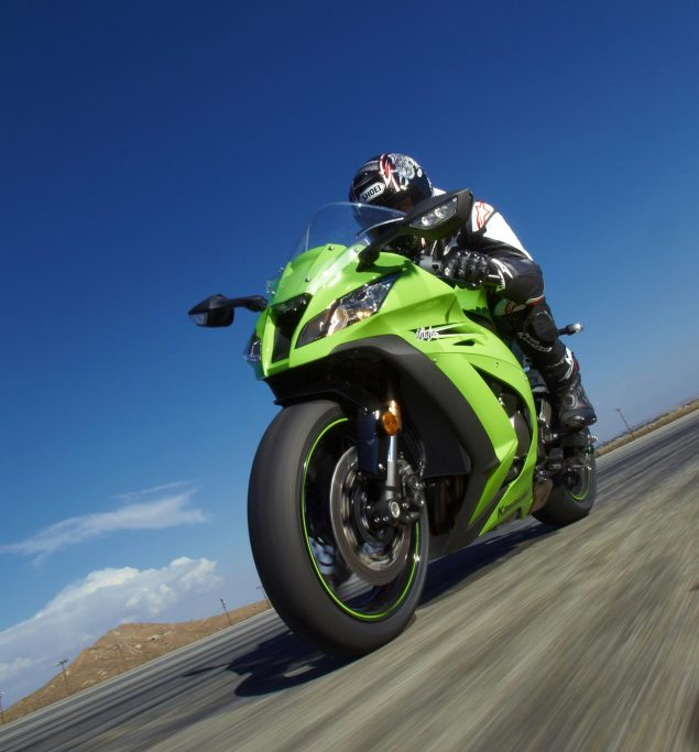 The Eleven of 2011   A Year in Review 2011 Kawasaki Ninja ZX 10R 635x683