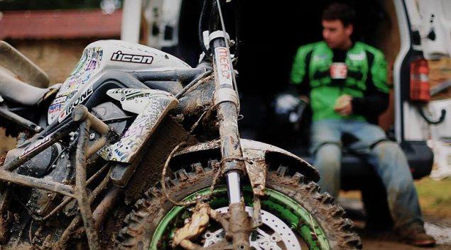 Julien Welsch + Knobby Tires + Triumph Street Triple??! Julien Welsch Triumph Street Triple1 635x353