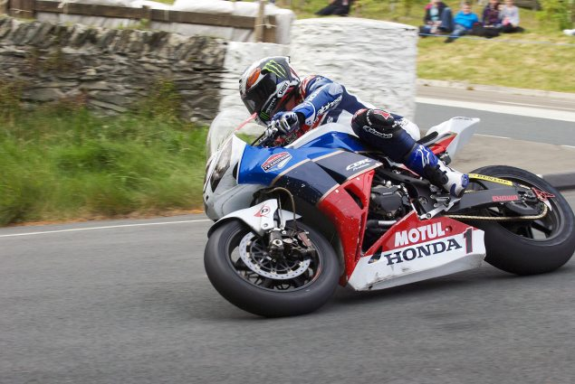 IOMTT: John McGuinness Strikes First with a 130 MPH Lap John McGuinness the Nook 635x425