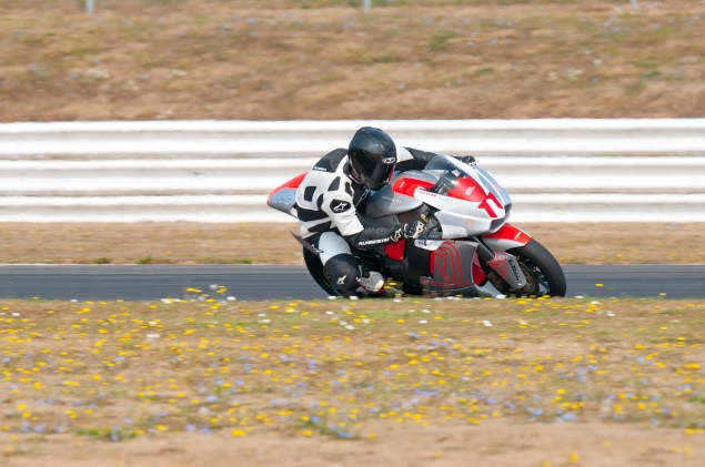 MotoCzysz E1pc vs. Ducati 1199 Panigale S MotoCzysz E1pc test PIR 05 635x421