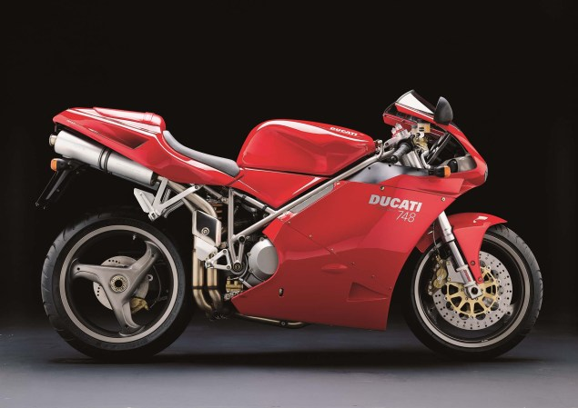 A Quarter Century of Ducati Superbikes in Photos 2000 Ducati Superbike 748 635x449