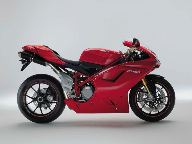 A Quarter Century of Ducati Superbikes in Photos 2007 Ducati Superbike 1098S 635x476