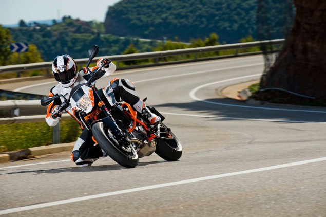 2013 KTM 690 Duke R   Please Come to America 2013 KTM 690 Duke action 05 635x422