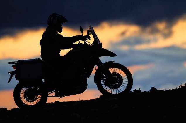 2013-BMW-F800GS-Adventure-outdoor-action-20