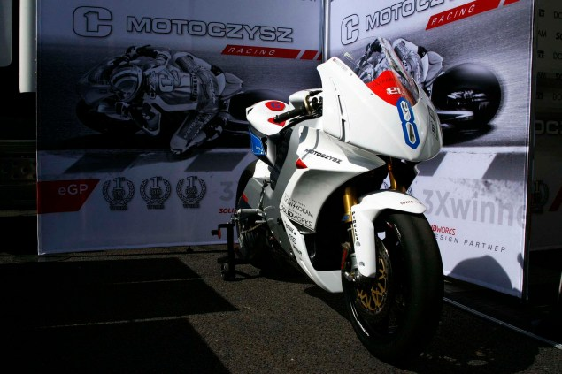 Up Close with the 2013 MotoCzysz E1pc 2013 MotoCzysz E1pc Isle of Man TT Zero 45 635x423