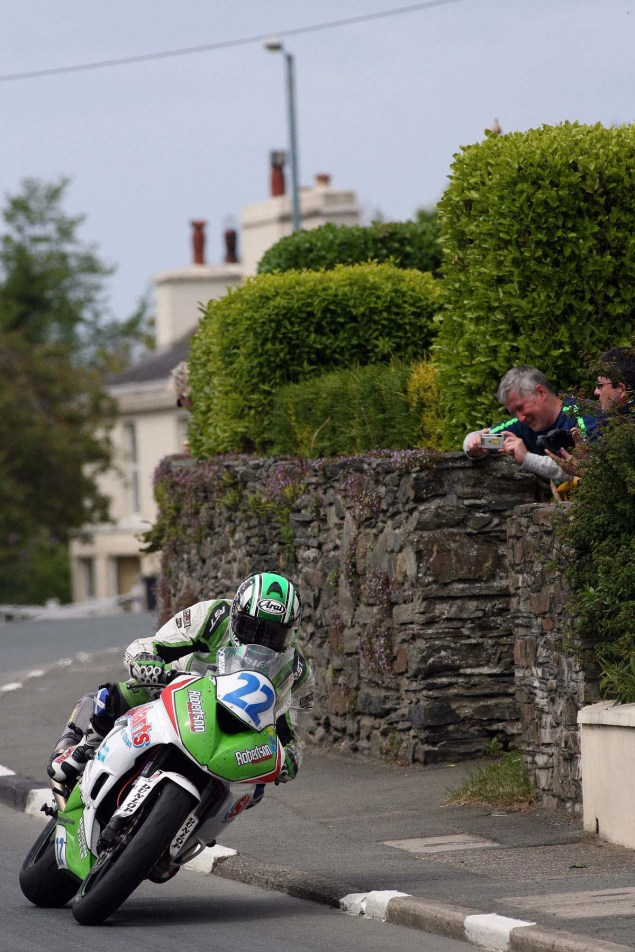 IOMTT: Ballaugh & Ballacrye with Richard Mushet Supersport Superstock Ballaugh Ballacrye Isle of Man TT Richard Mushet 04 635x952