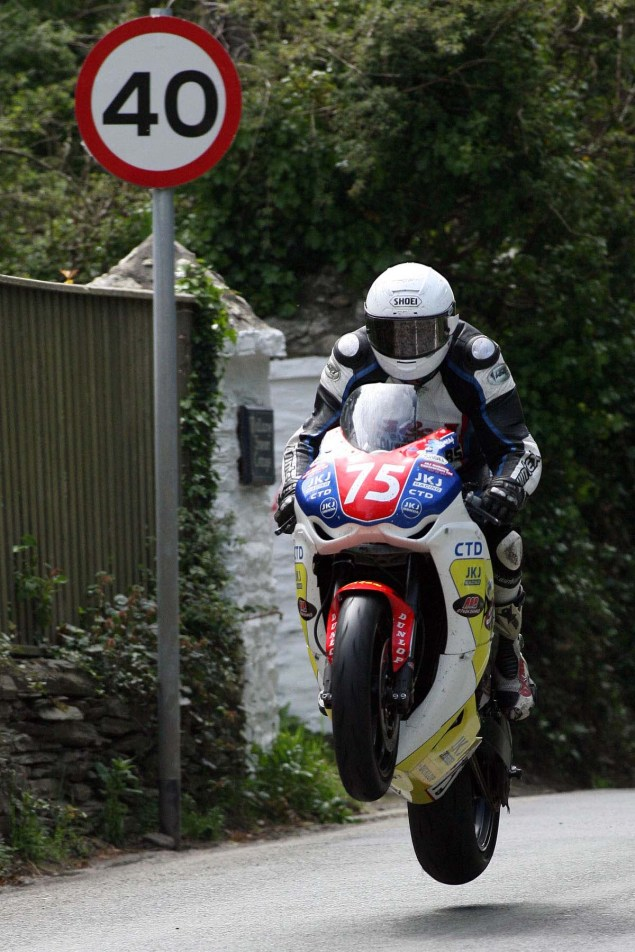 IOMTT: Ballaugh & Ballacrye with Richard Mushet Supersport Superstock Ballaugh Ballacrye Isle of Man TT Richard Mushet 09 635x952