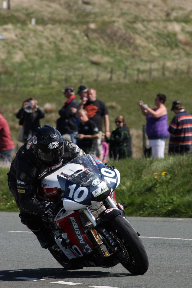 IOMTT: The Bungalow with Richard Mushet The Bungalow Supersport TT Zero 2013 Isle of Man TT Richard Mushet 02 635x952