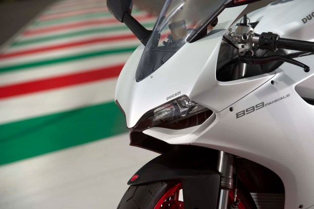 2014 Ducati 899 Panigale Mega Gallery 2014 Ducati 899 Panigale static 05 635x423