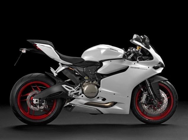 2014-Ducati-899-Panigale-studio-15