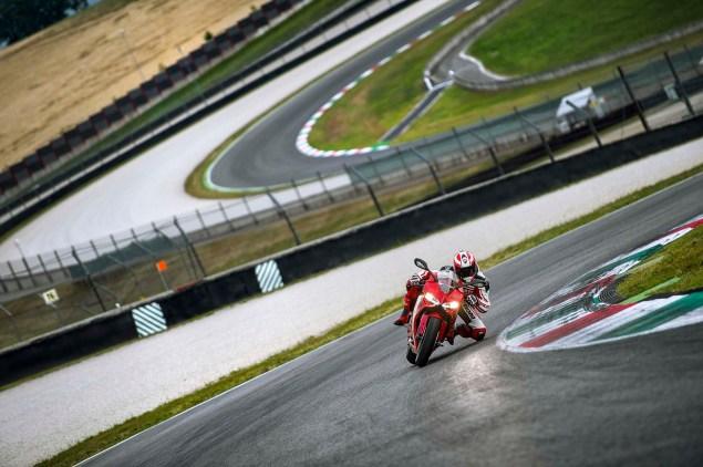 2014-Ducati-899-Panigale-track-25