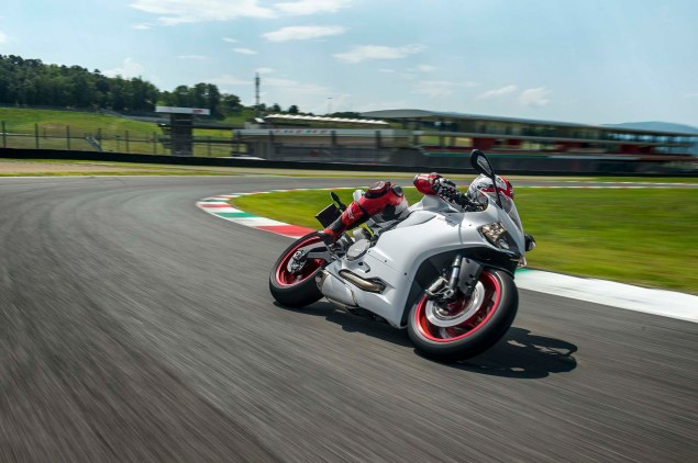 2014-Ducati-899-Panigale-track-53