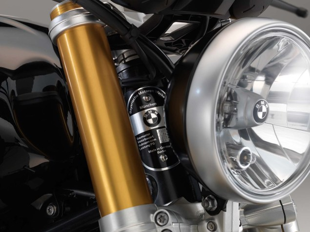 2014-BMW-R-nineT-studio-10