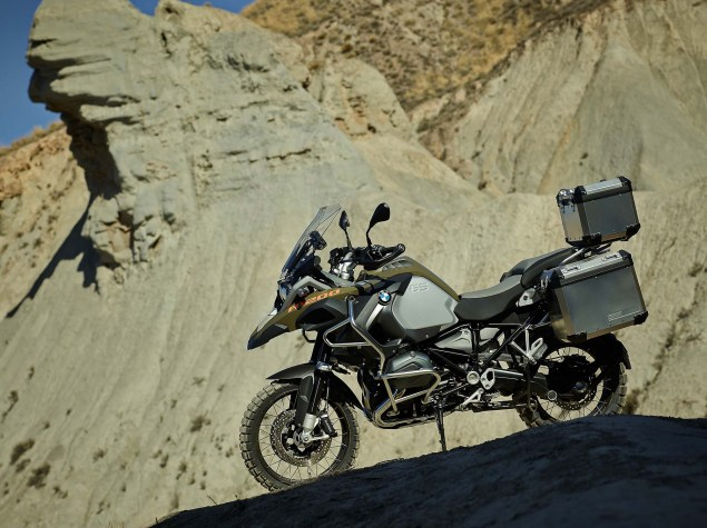 119 Hi Res Photos of the BMW R1200GS Adventure 2014 BMW R1200GS Adventure outdoors 10 635x475