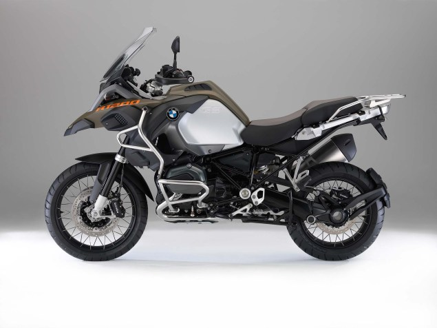 2014-BMW-R1200GS-Adventure-studio-01