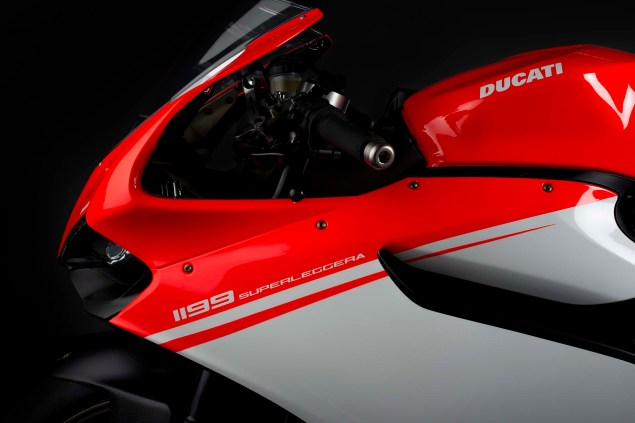 2014-Ducati-1199-Superleggera-studio-11