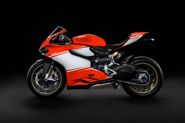 Officially Official: Ducati 1199 Superleggera 2014 Ducati 1199 Superleggera studio 25 635x423