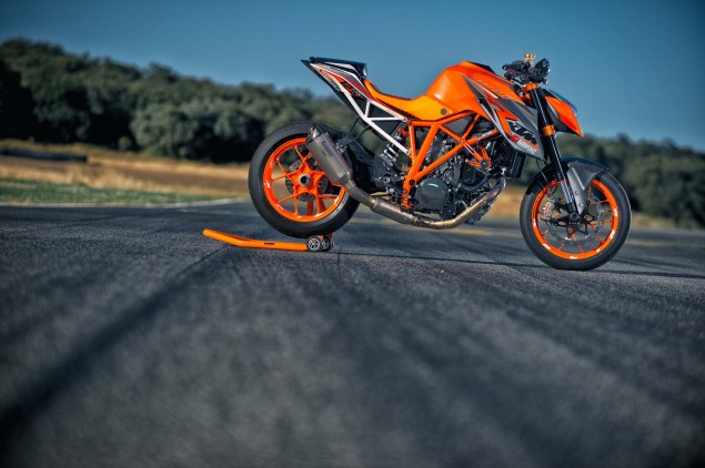 38 Hi Res Photos of the KTM 1290 Super Duke R 2014 KTM 1290 Super Duke R 04 635x422