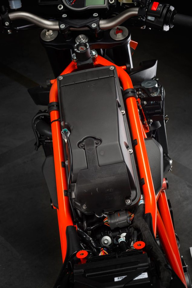 38 Hi Res Photos of the KTM 1290 Super Duke R 2014 KTM 1290 Super Duke R chassis 15 635x952