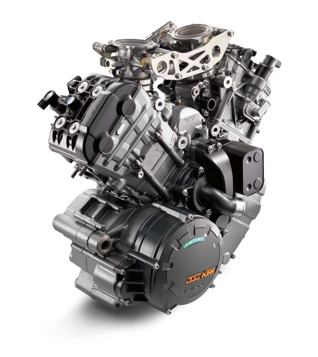 2014-KTM-1290-Super-Duke-R-engine-02