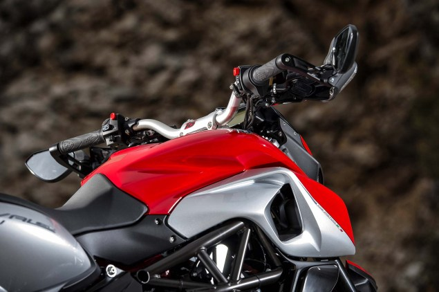 48 Hi Res Photos of the MV Agusta Rivale 800 2014 MV Agusta Rivale 800 20 635x422