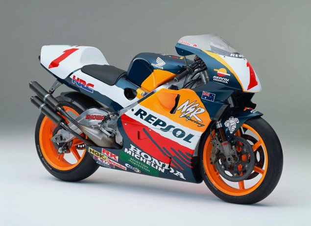 The Lineage of Hondas Grand Prix Motorcycles 1995 Honda NSR500 Mick Doohan 635x461