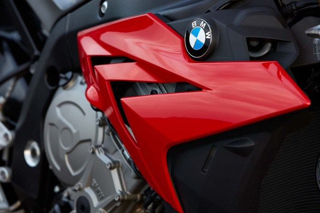2014-BMW-S1000R-action-63