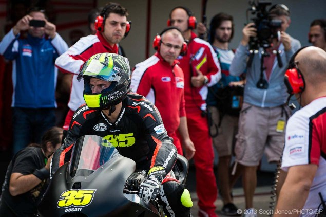 Photos: Cal Crutchlows First Day on the Ducati Desmosedici Cal Crutchlow MotoGP Ducati Corse Valencia Test Scott Jones 05 635x422